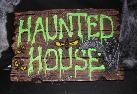 Deco_01650_haunted_house_sign.JPG